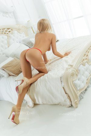 Laeticia tantra massage in New Brunswick