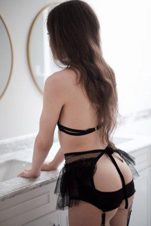 Lutetia escort in Crystal, happy ending massage
